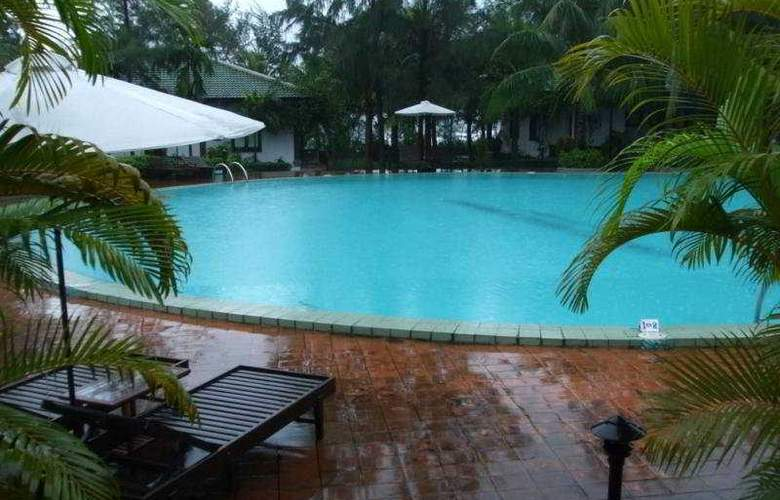 Lang Co Beach Resort - Pool - 6