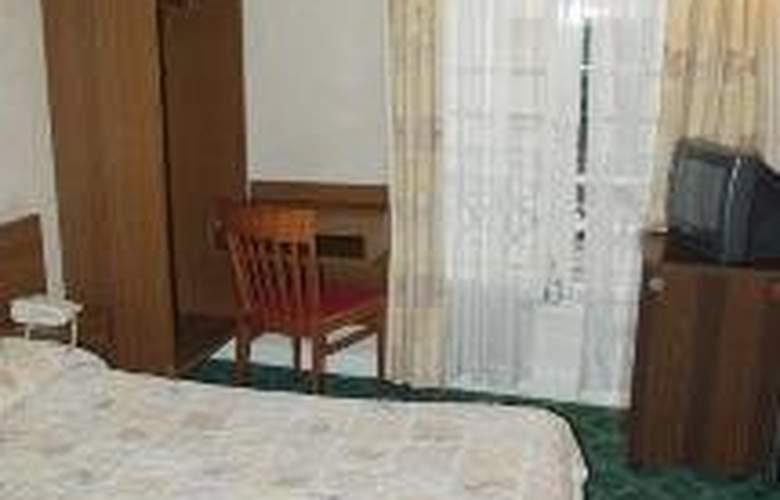 Du Roi Rene Hotel - Room - 5