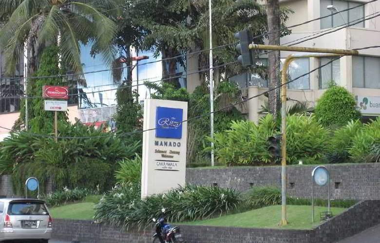 The Ritzy Hotel Manado - General - 1