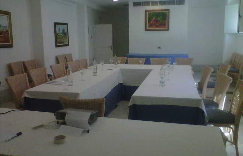 Dona Pakyta - Conference - 11