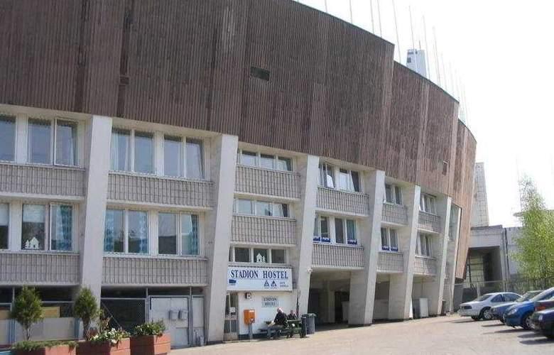 Stadion - Hotel - 0