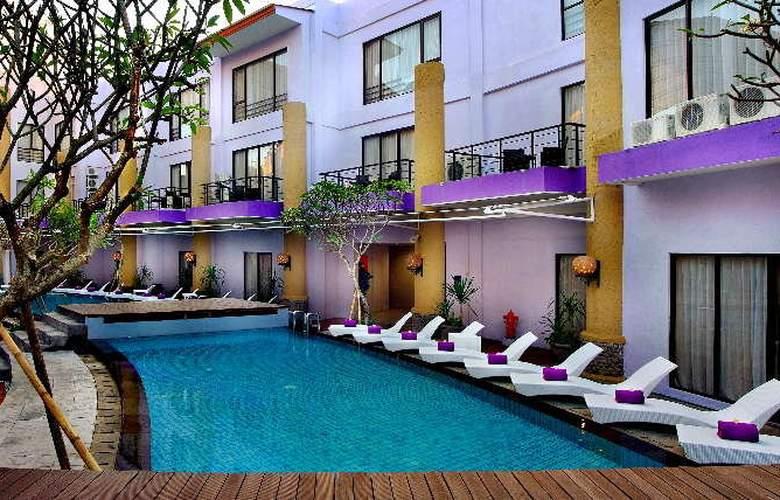 Quest Hotel Kuta Central Park - Pool - 11