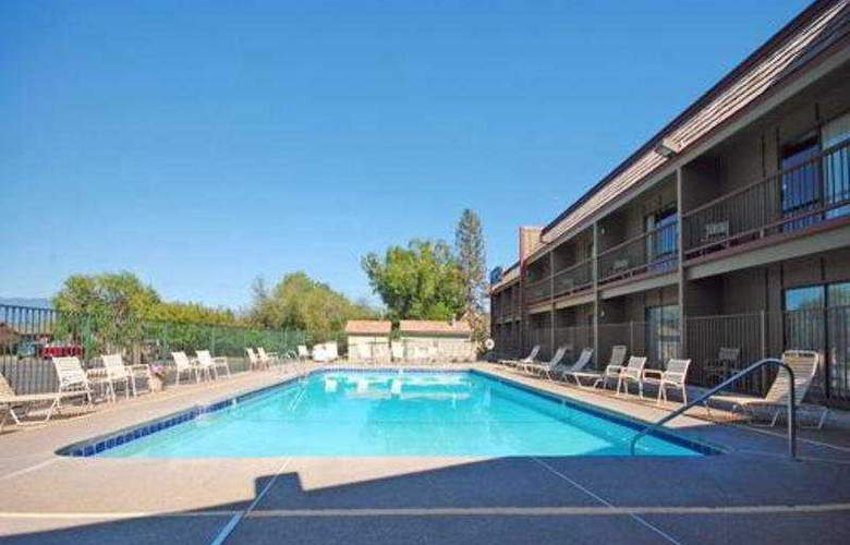Rodeway Inn Big Sky - Pool - 3