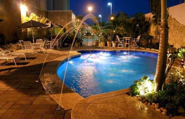 Hampton Inn Tampico - Hotel - 3