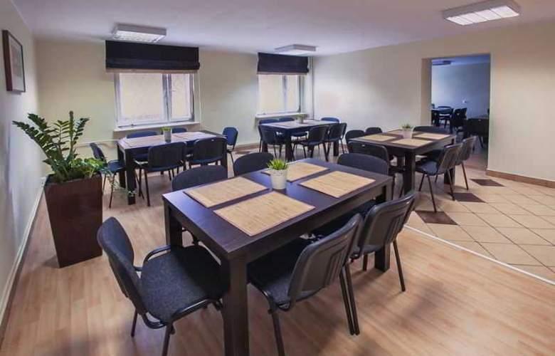 Trio Hostel - Restaurant - 2