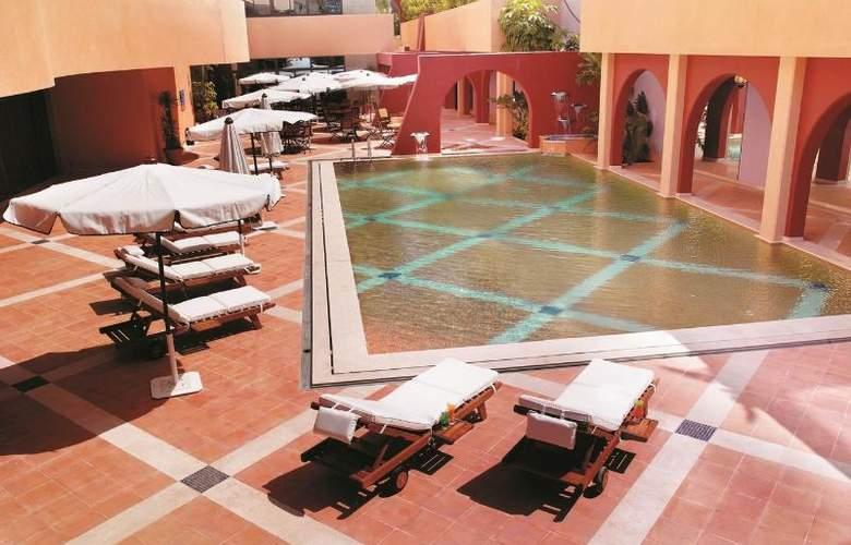 Tamar Rotana Hotel - Pool - 2