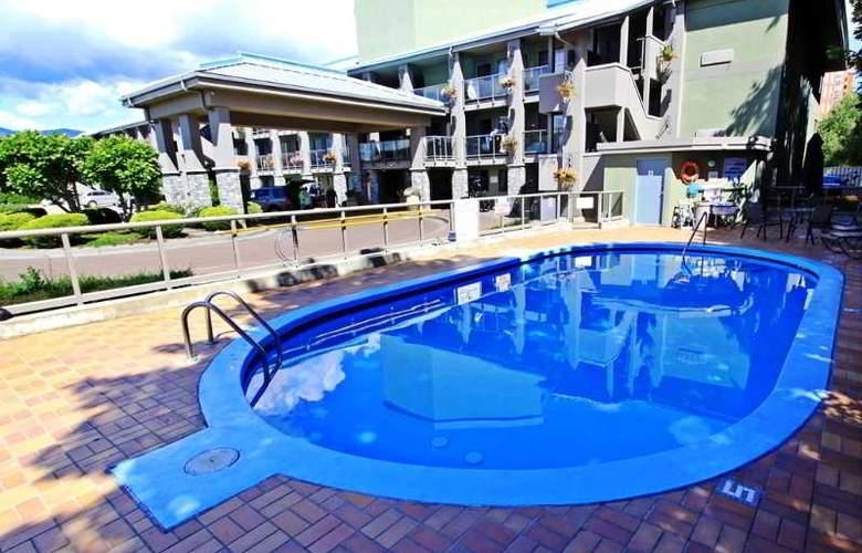 Accent Inn Kelowna - Pool - 25