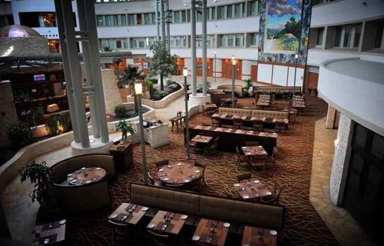 Hilton Austin Airport - Hotel - 4