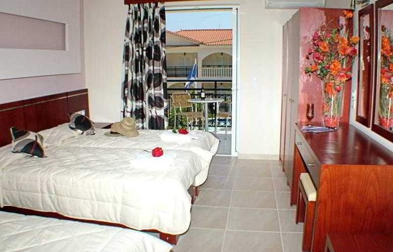 Canadian Hotel - Room - 5