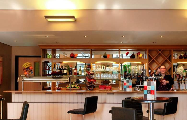 Ibis London Gatwick Airport - Bar - 3