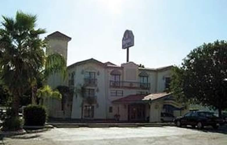 La Quinta Bakersfield - Hotel - 0