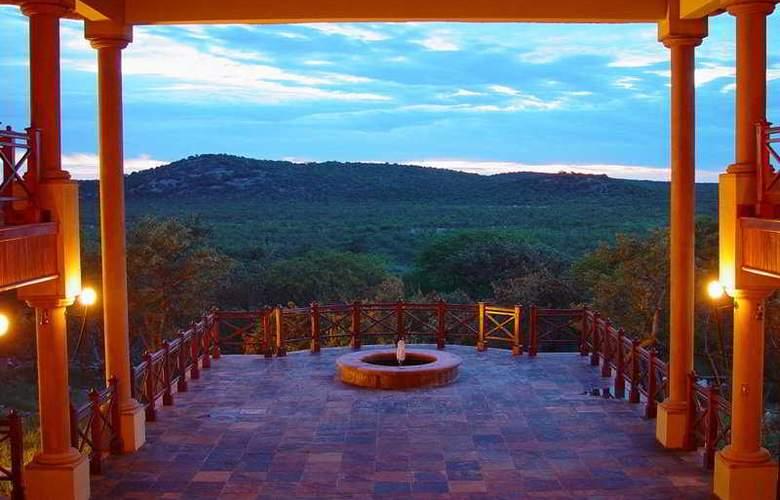 Epacha Game Lodge and Spa - Terrace - 3