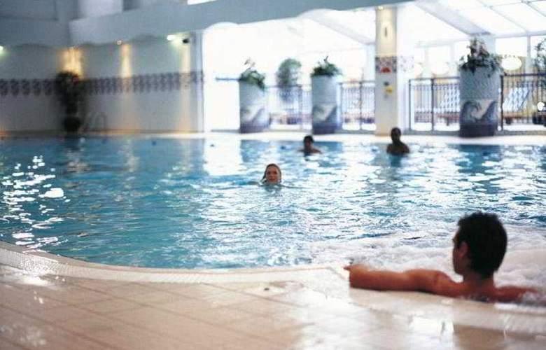 Village Wirral - Hotel & Leisure Club - Pool - 3