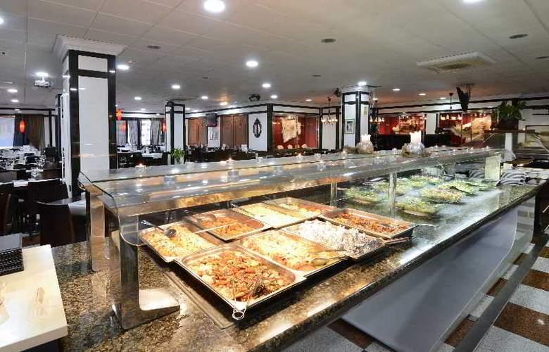 Apartamentos Nuria Sol - Restaurant - 19