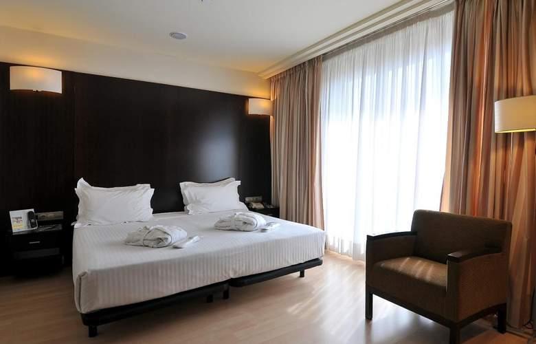 Barcelona Universal - Room - 48