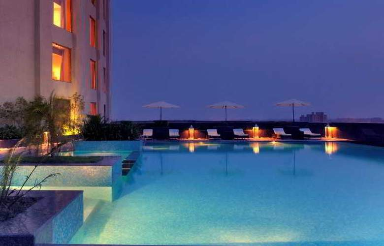Radisson Blu New Delhi Dwarka - Pool - 11