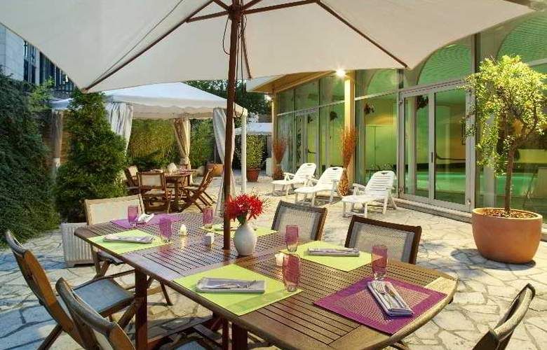 Mercure Paris-Velizy - Terrace - 11