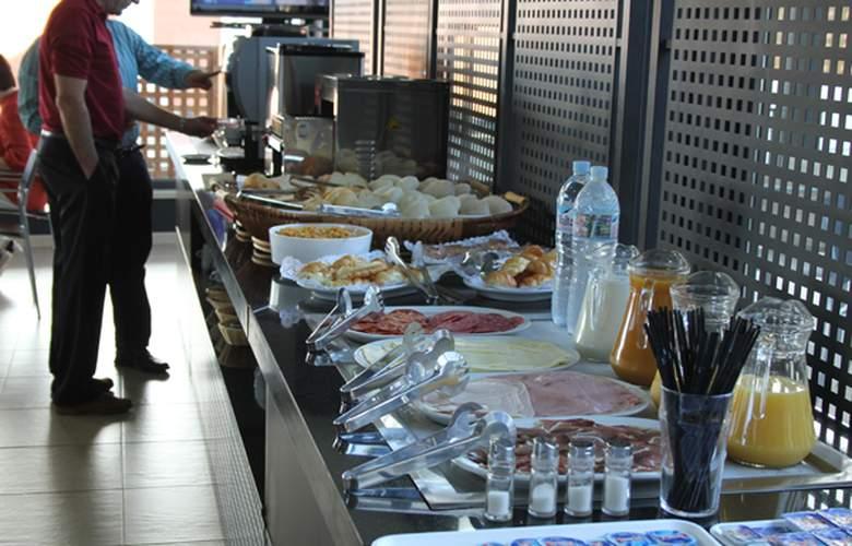 Conilsol Hotel y Aptos - Meals - 3