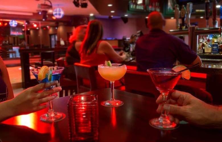 Best Western Newport Inn - Bar - 97