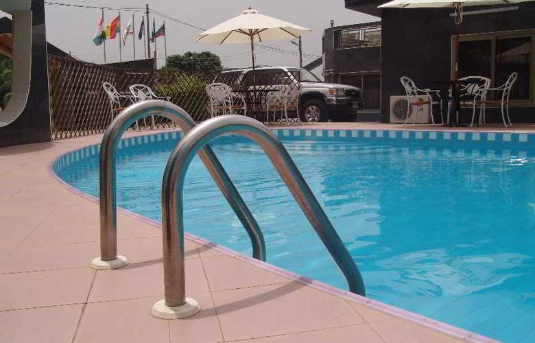 Eastgate Hotel - Pool - 3