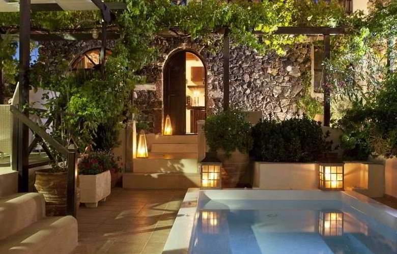 Lava Suites & Lounge - Pool - 4