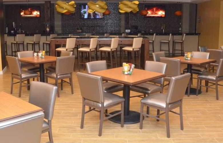 Holiday Inn Fort Myers Downtown Historic - Restaurant - 4