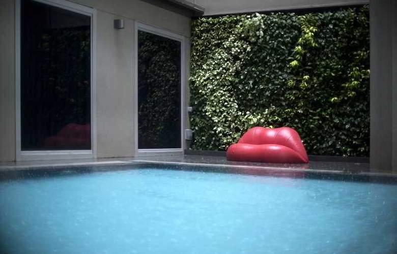 V Hotel Bencoolen - Pool - 12