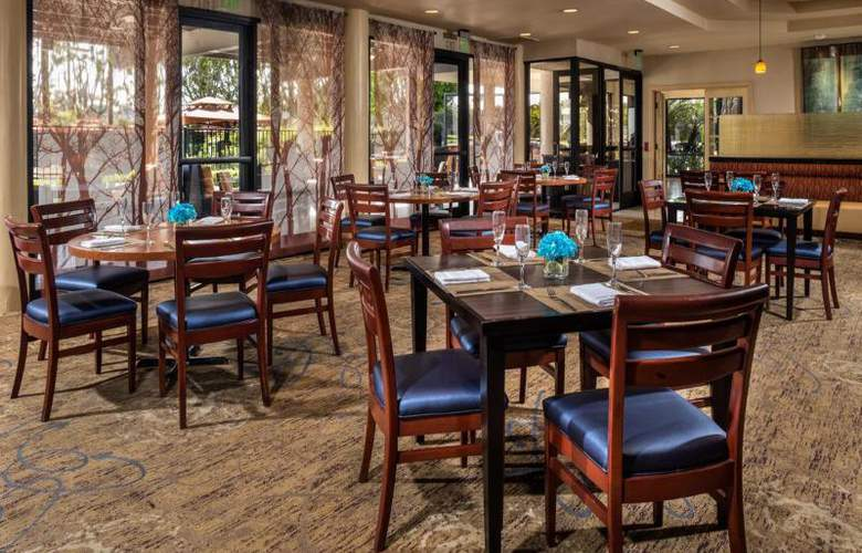 DoubleTree by Hilton Carson - Restaurant - 5