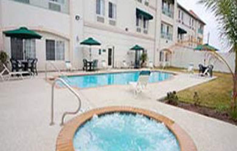 La Quinta Inn & Suites Houston Hobby Airport - Pool - 6