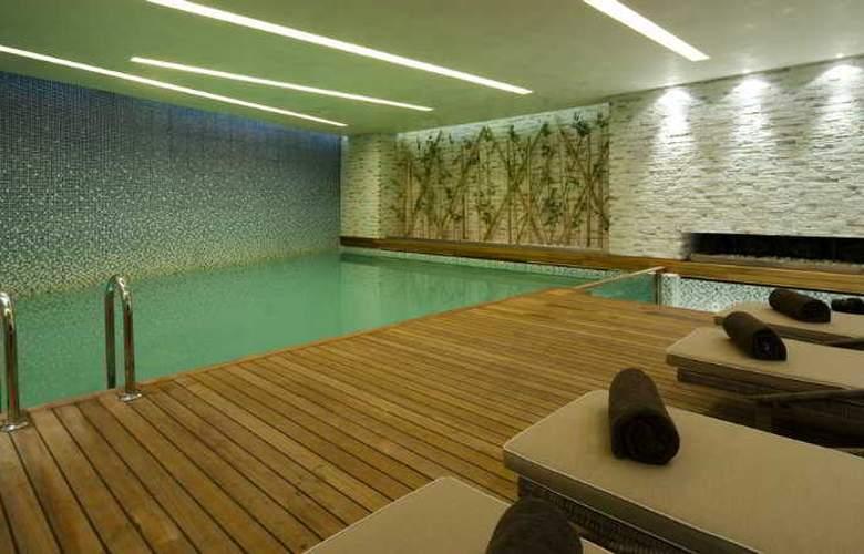 Doubletree by Hilton Istanbul Moda - Pool - 7