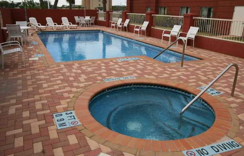 Hampton Inn and Suites Brownsville - Pool - 8