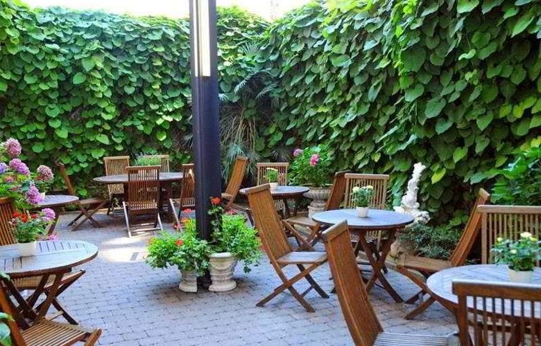 Lindemann Hotel Fjord - Terrace - 7