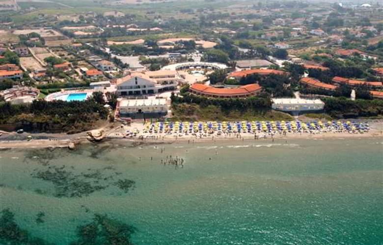 La Plage Noire Hotel & Resort - Hotel - 2
