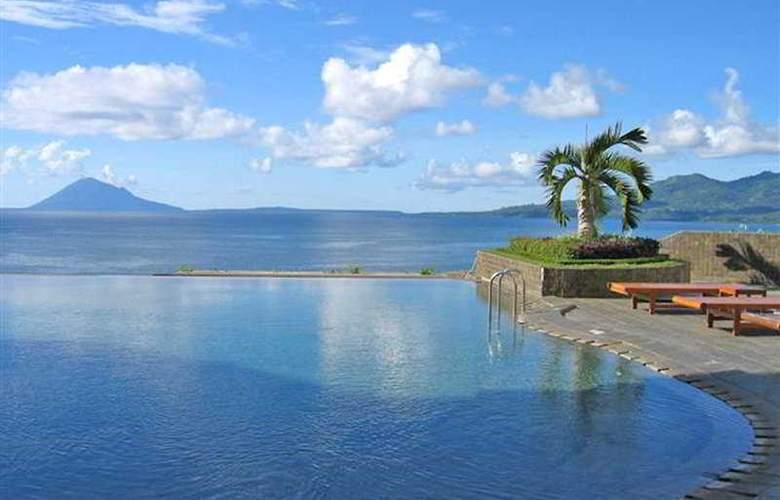 The Ritzy Hotel Manado - Pool - 3