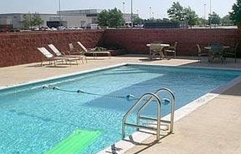 Comfort Suites Airport - Pool - 5