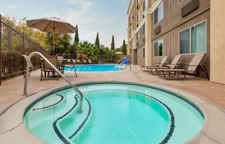 Comfort Inn Chula Vista - Pool - 15