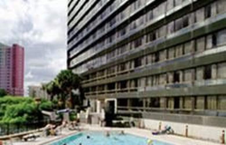 Ramada Plaza Resort and Suites Orlando International Drive - Pool - 5