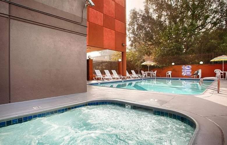 Best Western Los Angeles Worldport Hotel - Pool - 18