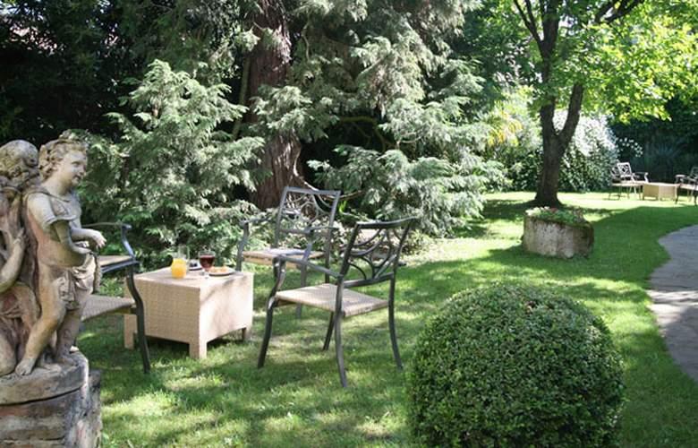 Hostellerie Saint Antoine - Terrace - 4