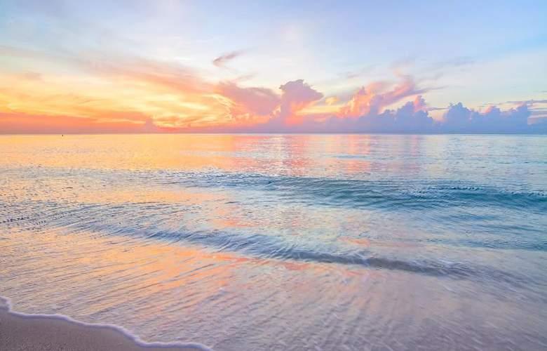 Carillon Miami Beach - Beach - 17