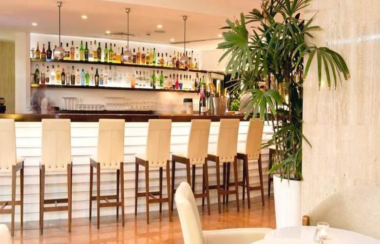 Sunrise Beach Hotel - Bar - 12