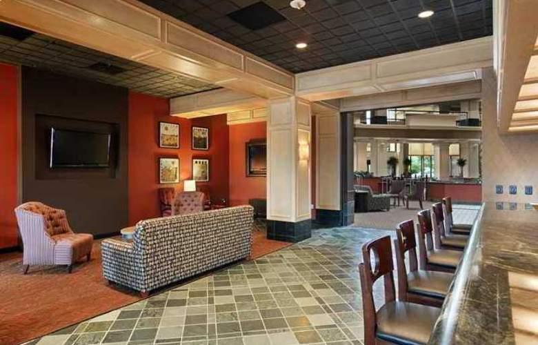 Hilton Suites Chicago/Oak Brook - Hotel - 6