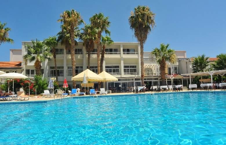 L.A. Resort - Hotel - 0