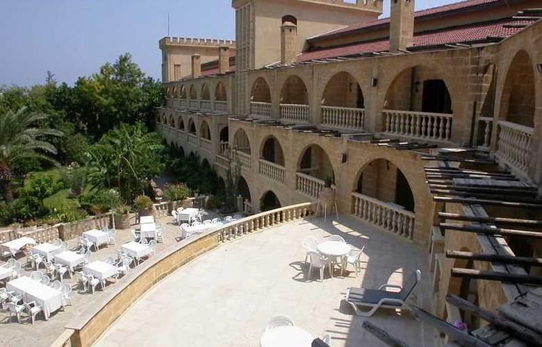 Chateau Lambousa Hotel - Terrace - 3