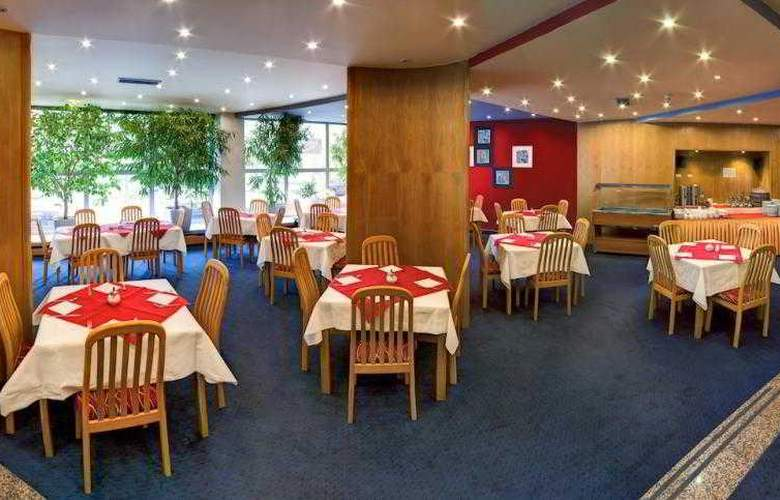 Luxury Family Hotel Bílá Labut - Restaurant - 73