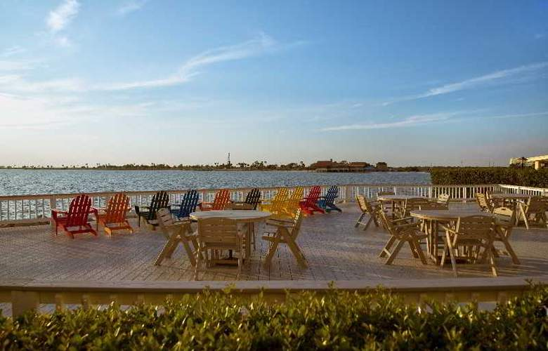 Sailport Resort Waterfront Suites on Tampa Bay - Terrace - 11