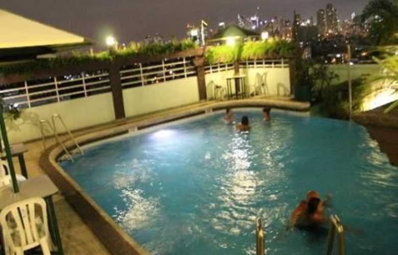 Shogun Suite Hotel - Pool - 2