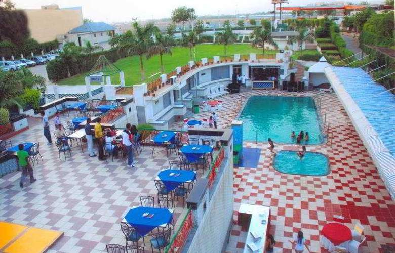 Dee Marks Hotel & Resorts - Pool - 8