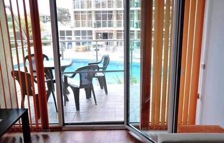 Sunny Holiday Aparthotel - Room - 2
