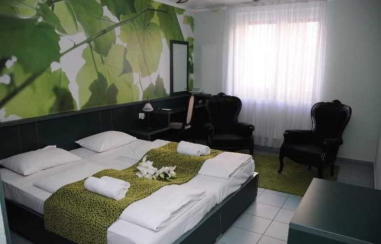 Green Hotel Budapest - Room - 9